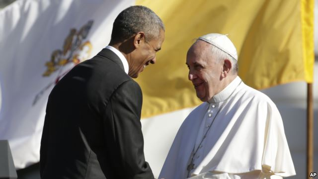 Barack Obama e Papa Francisco (AP)