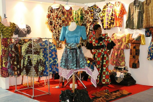 Stand de roupa africanas (Foto: Henri Celso)