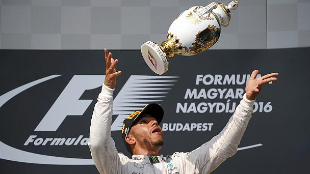 Hungaroring: Hamilton soma e segue