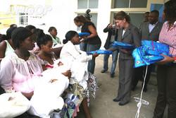 Huila: Grupo de mulheres religiosas doa mais de dois mil mosquiteiros