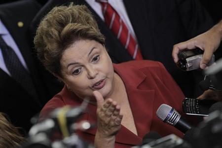"""Dilma manifesta """"preocupação humanitária"""" com saúde de José Genoino"""