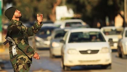 Forças de segurança líbias lançam ataque contra grupos armados no oeste de Tripoli