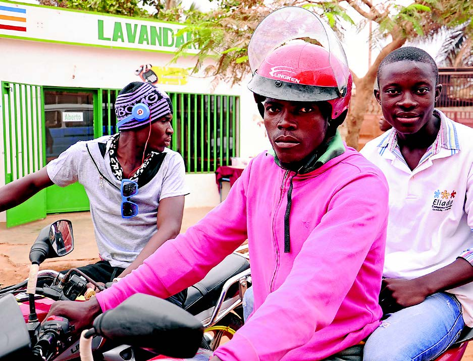 Cuanza Norte: Moto-taxistas de Ndalatando recebem novos capacetes