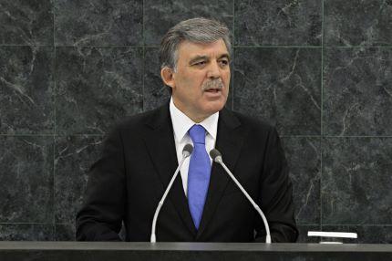 Presidente turco promulga lei que reforça controlo da Justiça pelo governo