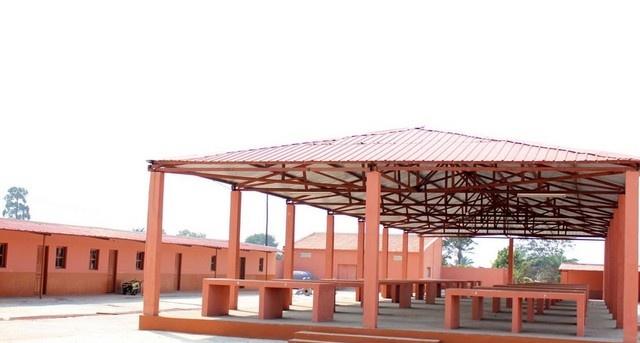 Moxico: Município fronteiriço do Luau ganha mercado municipal e uma escola no dia da paz