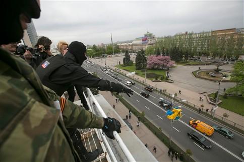 """UE e EUA alargam sanções e Rússia promete resposta """"dolorosa"""""""