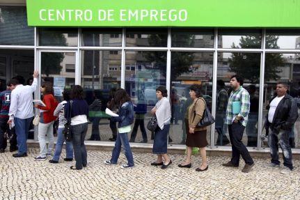 Desemprego mantém-se nos 15,2 por cento mas continua a aumentar entre os jovens