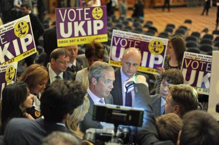 "Europeias: Antieuropeus ingleses reivindicam resultado ""histórico"""