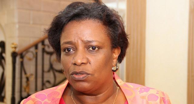 Governadora de Cabinda avalia execução de obras sociais