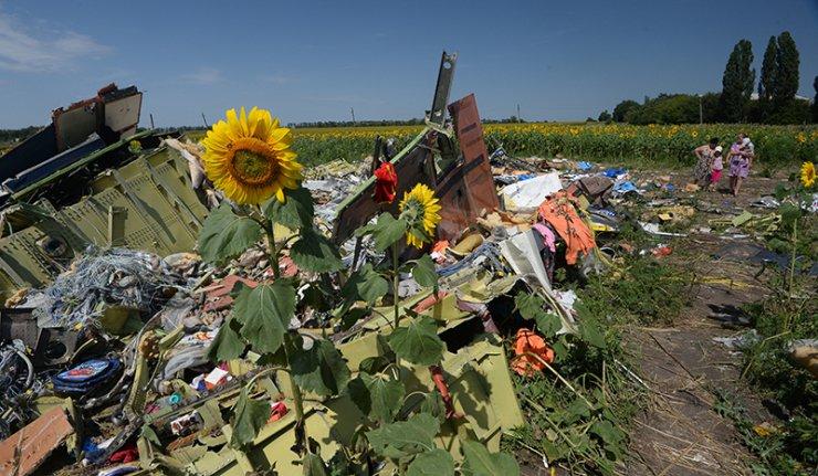 Ucrânia: Alvejados observadores que trabalham no local da queda do Boeing