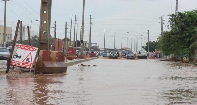 Estragos da chuva em Luanda (Foto: Pedro Parente)