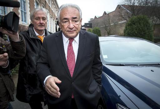 Strauss-Kahn deixa o hotel em direção ao tribunal (Foto de PHILIPPE HUGUEN/AFP)
