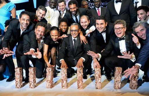 """O diretor Abderrahmane Sissako (C) e a equipe do filme """"Timbuktu"""", o grande vencedor da 40ª edição do César (Foto de BERTRAND GUAY/AFP)"""