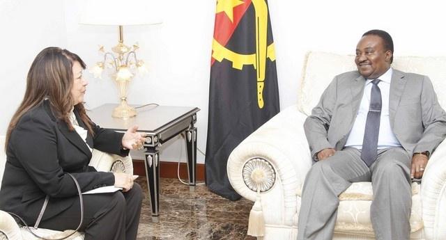 Fernando da Piedade, Presidente da Assembleia Nacional (à dir.) recebe Lourdes Martinez, Embaixadora da Venezuela em Angola (Foto: Rosário dos Santos)