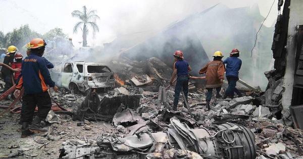 Indonésia: Queda de avião militar faz dezenas de mortos (D.R)