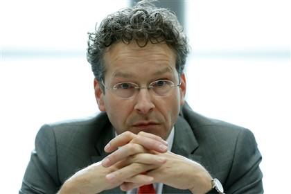 Jeroen Dijsselbloem falou aos jornalistas antes de entrar para a reunião do Eurogrupo, marcada para as 13.00 em Portugal (Foto: EPA/JULIEN WARNAND)