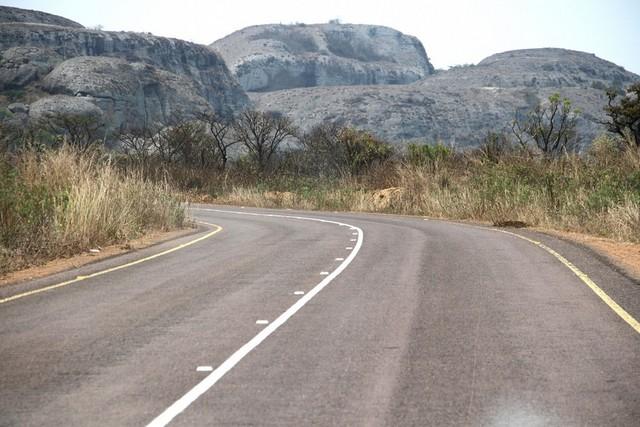 Malanje: Mil quilómetros de estrada estão a ser asfaltados em Cacuso