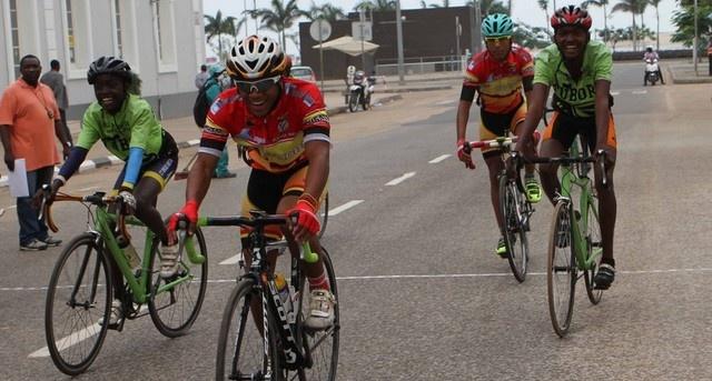Ciclistas pedalam em homenagem a Pepino