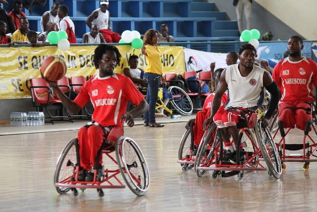 Jogo de basquetebol em cadeira de rodas (Foto: Joaquina Bento)