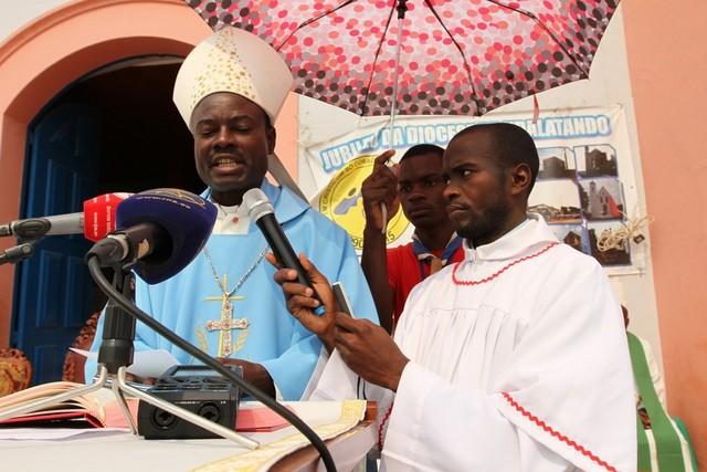 Bispo da Diocese de Ndalatando, Dom Almeida Canda (Foto: Moisés Francisco)