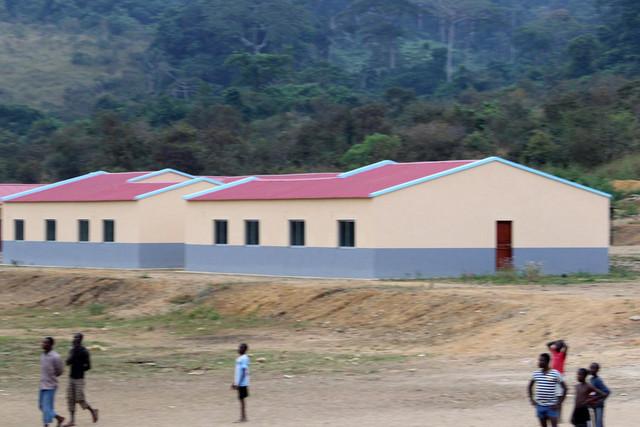 Vice-governador avalia obras de casas no norte de Cabinda