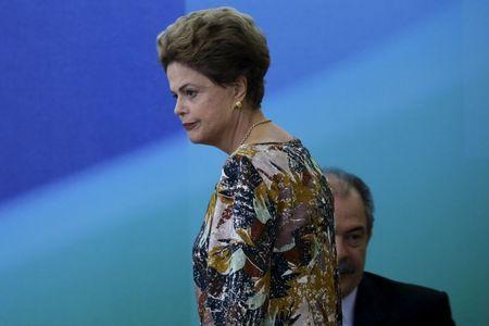 Dilma reúne ministros petistas e pede que defendam medidas de ajuste
