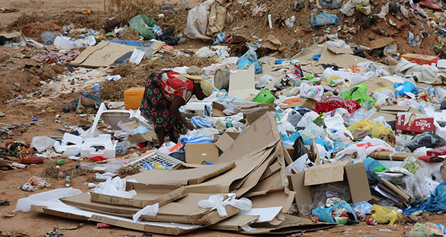 Lixo em Luanda (Portal de Angola)
