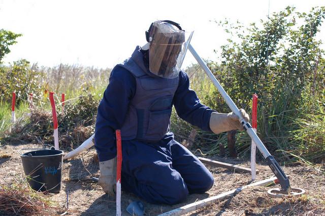 brigadista de desminagem ( Foto: António Escrivão/Arquivo)
