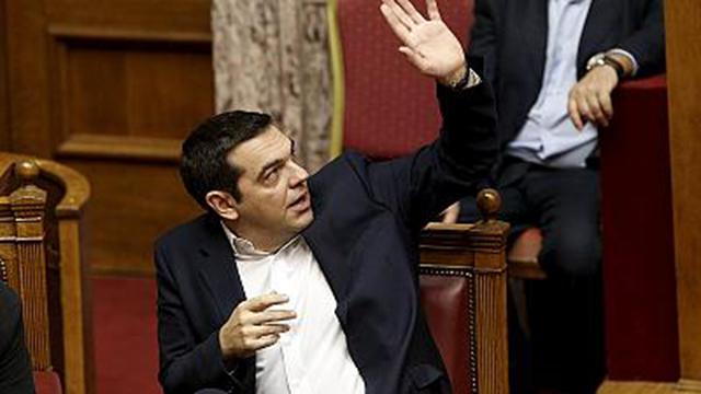 Parlamento grego aprova novas medidas de austeridade graças à maioria de Tsipras (vídeo)