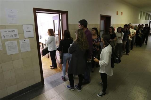 Quase dois milhões de eleitores votaram até ao meio-dia