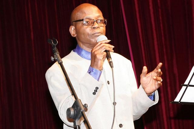 Músico Filipe Mukenga apresenta colectânea das suas obras