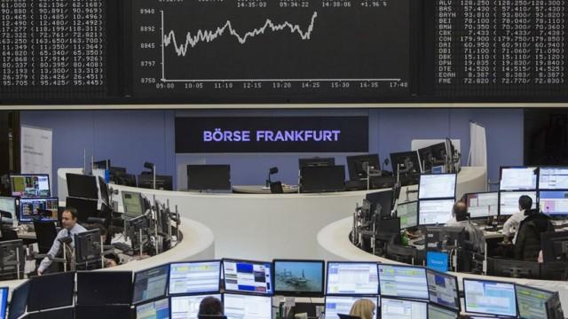 Abertura dos mercados: Bolsas recuam, petróleo e euro avançam