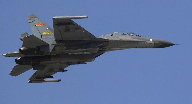 Caças chineses cometem intercepção arriscada de avião espião dos EUA  (vídeo)