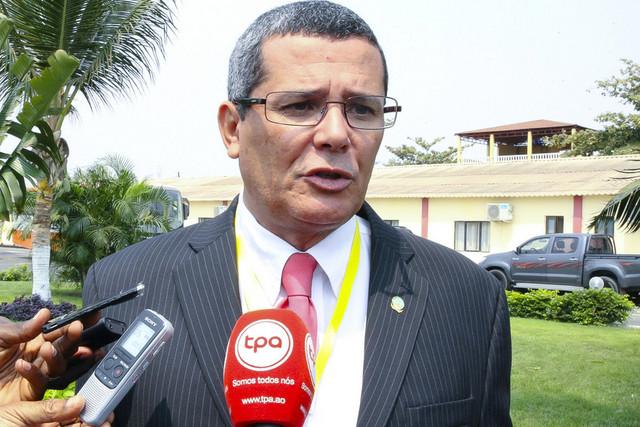 Renovação do Comité Central do MPLA é matéria sensível – Rui Falcão