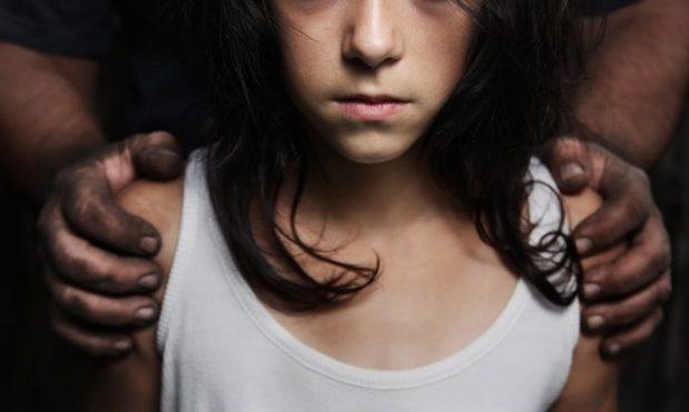 Estuprada pelo pai, grávida aos 14 e humilhada por promotor