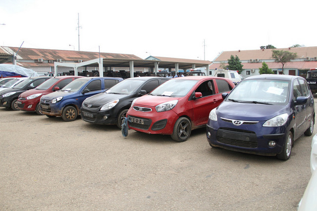 Polícia Nacional recupera viaturas roubadas em Luanda