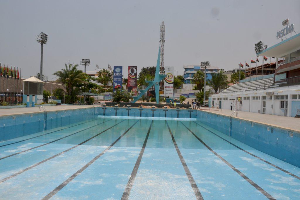 Piscina de alvalade em obras para os vii jogos da regi o for Piscina 50 metros barcelona
