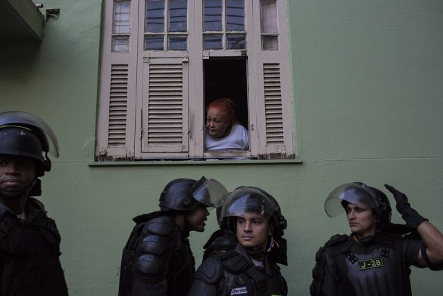 Em conjunto com o Laboratório de Análise da Violência, da UFRJ, a polícia do Rio elaborou um índice esperado de consumo de munição para controlar a quantidade de disparos efetuados pelos agentes (Foto: Alejandro Olivares/Agência Pública)