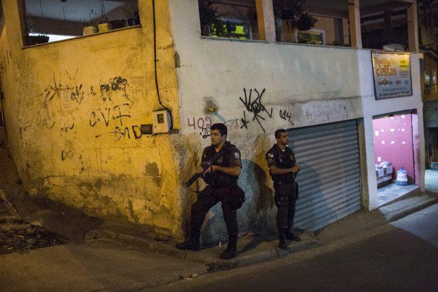 Elaborado pelo núcleo de psicólogos da PM-RJ, o ranking sobre os efetivos que mais atiram no Rio de Janeiro traz nas três primeiras posições policiais do 41º Batalhão (Foto: Alejandro Olivares/Agência Pública)