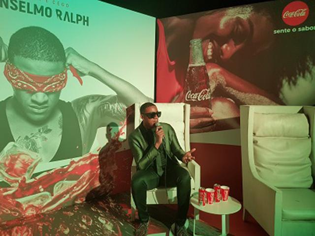 """Coca-Cola apoia """"Amor é Cego"""" de Anselmo Ralph (vídeo)"""