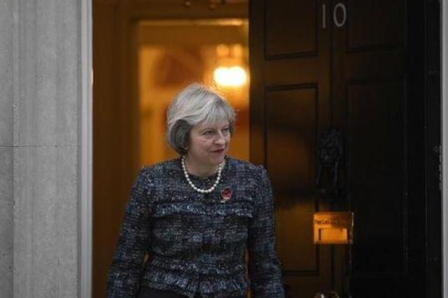 """Trump convida primeira-ministro britânica para visita """"assim que possível"""""""