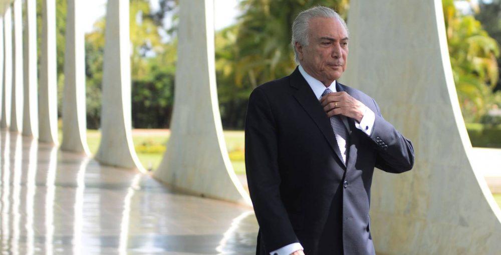 Deputados brasileiros votam esta quarta-feira autorização de abertura de processo contra Temer