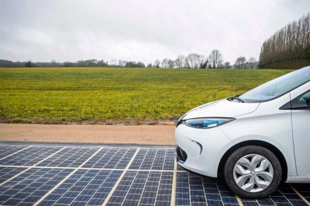 França inaugurou a primeira estrada pavimentada com painéis solares
