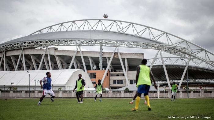 Gabão: Primeiro o futebol, depois a democracia?