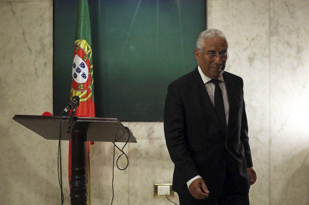 Costa envia declaração em vídeo para funeral de Soares