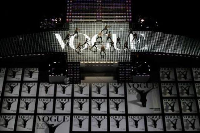 Brasileira Valentina Sampaio é primeira transgênero na capa da Vogue Paris