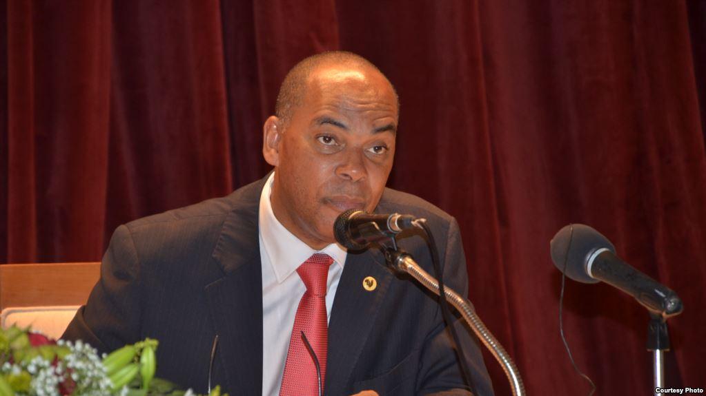 """UNITA quer """"Poder Legislativo  mais independente""""."""
