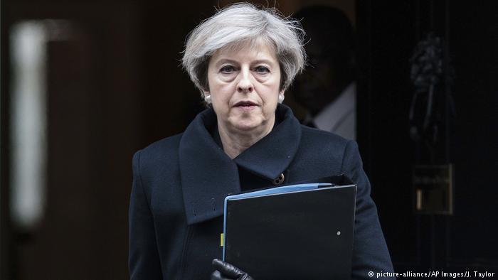 May acusa União Europeia de se unir contra Reino Unido