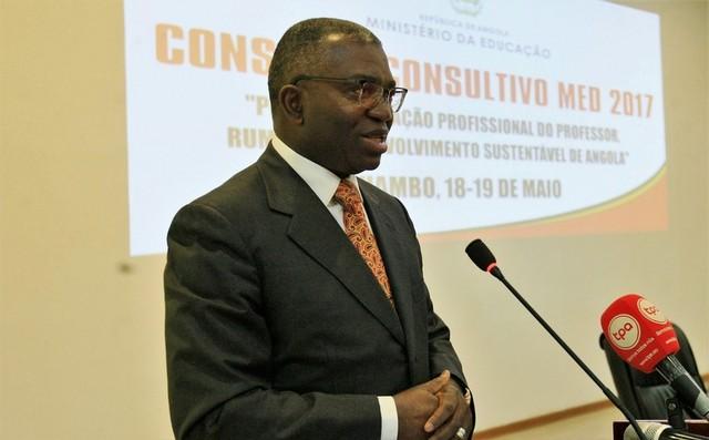 Huambo: Governador defende domínio das TIC por parte dos professores