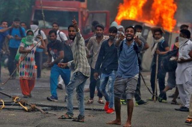 Protestos na Índia contra condenação de guru por estupro deixam ao menos 29 mortos